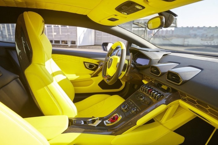Lamborghini Huracan LP610-4 / čalounění interieru – kůže a alcantara (leather and alcantara interior)